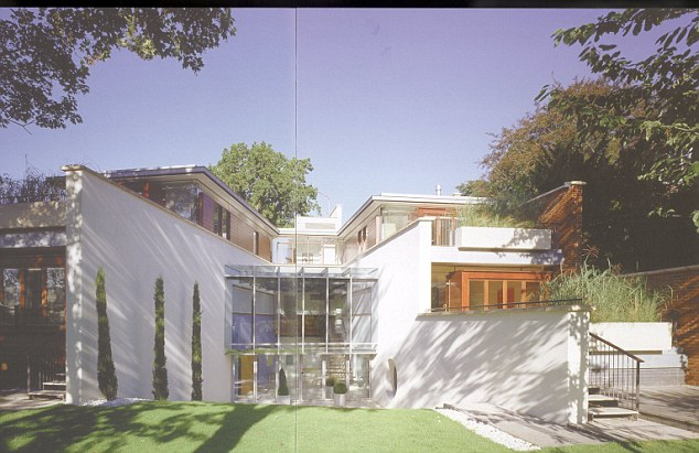 Rumah mewah milik Thierry Henry